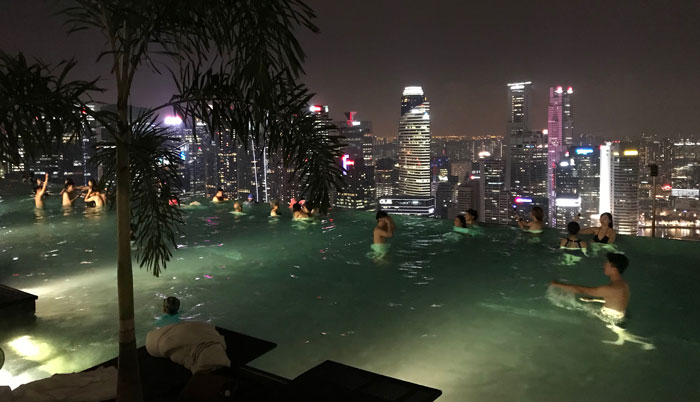 Marina Bay Sands Pool bei Nacht