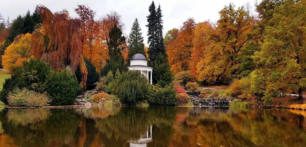 Der Bergpark Wilhelmshoehe als schoenes Ausflugsziel in Hessen